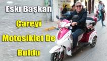 Eski başkan çareyi motosiklet de buldu